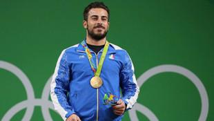 Olimpiyat Şampiyonu madalyasını satıyor !