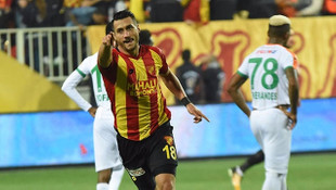 Göztepe Adis Jahovic ile 2+1 yıllık sözleşme imzaladı