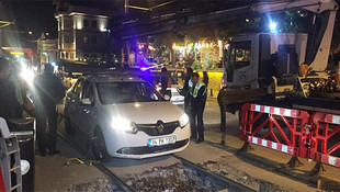 Sirkeci'de tramvay yoluna araç girdi !