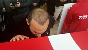 Leonidis'in Türk bayrağını öpmesi komşuda gündem oldu