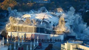 Tarihi stadyum böyle yıkıldı !