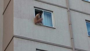 Pencereye çıplak çıkıp intihara kalkıştı