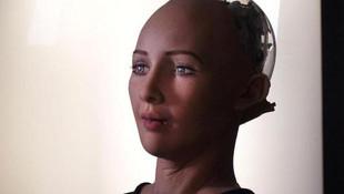 Dünyanın ilk vatandaş robotunun isteği şaşırttı