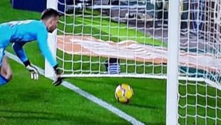 Messi'nin attığı bariz golü hakem vermedi !