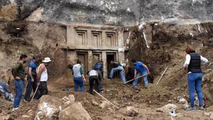 Arazi kazısında tesadüfen bulundu ! 2.400 yıllık keşif...