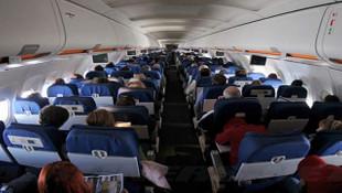 Aldatılan kadın yolcu uçağını indirdi