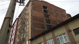 18 yaşındaki anne bebeğini 5. kattan attı