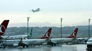 Uçaklar lodos nedeniyle havada tur atıyor