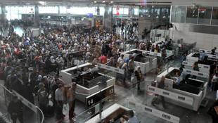 Atatürk Havalimanı'nda inanılmaz insan kaçakçılığı
