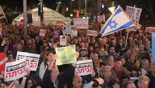 Netanyahu'ya protesto ! İsrailliler sokağa indi