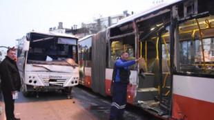 İzmir'de freni boşalan servis otobüse çarptı: 13 yaralı