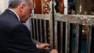 Erdoğan, Eyüp Sultan'da şükür namazı kıldı