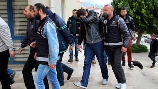 Rodos'a kaçmaya çalışan 2 FETÖ şüphelisi tutuklandı