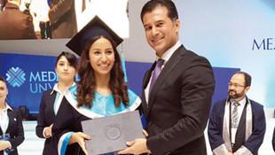KKTC Başbakanı'nın kızının diploma töreni olay oldu