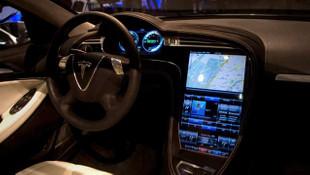 Tesla onbinlerce aracını geri çağırdı