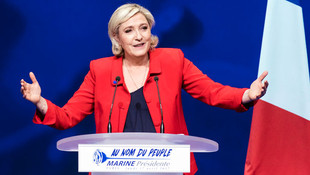 Le Pen'den flaş istifa kararı...