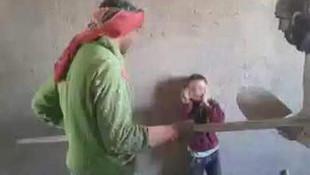 Küçük çocuğa işkence yapan Suriyeliler yakalandı