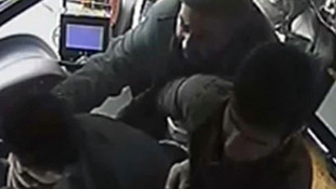 Otobüs şoförüne tekme tokat dayak kamerada