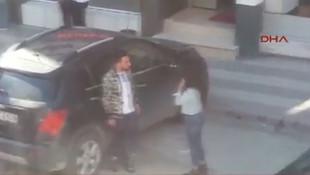 Sokak ortasında sevgilisini tokatladı !