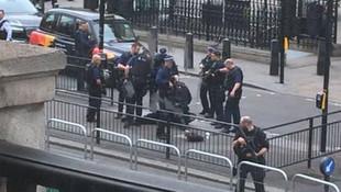 İngiltere'de hareketli anlar ! O cadde kapatıldı