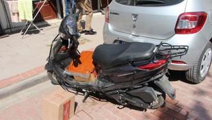 Ceza kesen polisin motorunu ve kendi motorunu yakmak istedi