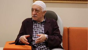 Öğrencilere Gülen'in takkesini koklatmışlar