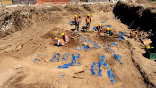 Mevlana Müzesi'nin gül bahçesinde onlarca mezar bulundu