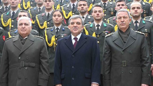 Abdullah Gül ve Hulusi Akar'ın fotoğrafı sosyal medyayı salladı