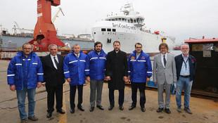 MTA Oruç Reis Gemisi petrol aramak için denize iniyor