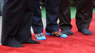 Kanada Başbakanı çoraplarıyla olay oldu