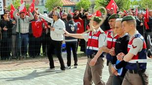 Akın Öztürk'e idam ipi fırlattılar