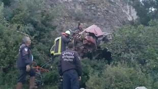Arızalanan otomobil içindeki 3 kızla uçurumdan uçtu