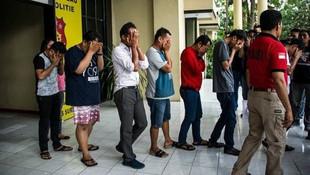 Eşcinsel seks partisine baskın: 114 gözaltı !