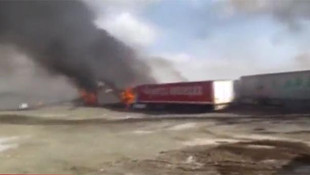 Teröristler yol kesip araç yaktı !