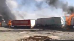 PKK'lılar yol kesip araçları yaktı