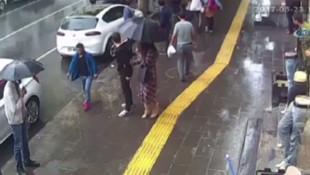 Genç çifte böyle yürüyemezsiniz deyip saldırdı