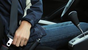 Emniyet kemeri takmayan sürücüler kahkaha krizine sokuyor