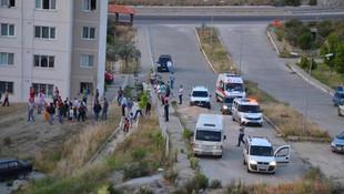 Cezaevi firarisinin peşine düşen polislere taşlı saldırı