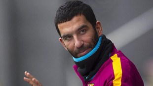 Barcelona Arda Turan'ı göndermeye çalışıyor