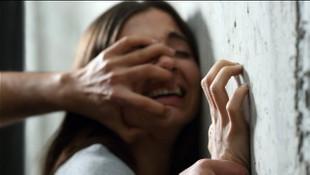 Kocasını bağlayıp kadına tecavüz ettiler !