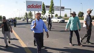 AK Parti'den ''adalet yürüyüşü'' anketi