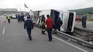 Askerleri taşıyan otobüs kaza yaptı: Yaralılar var