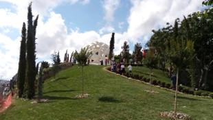 Vatandaşlar Şehitler Anıtı'na akın ediyor