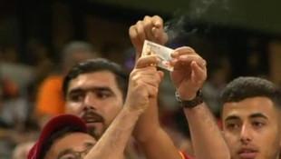 Galatasaray taraftarı kombine kartını yaktı