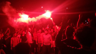 Galatasaraylı taraftarlar Florya'ya akın ediyor !