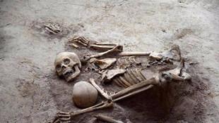 Binlerce yıl önce birbirlerine sarılarak öldüler