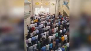 15 Temmuz'da Cuma namazı öncesi İstiklal Marşı okudular