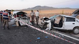 Aksarayda düğün konvoyunda kaza: 3 ölü, 3 yaralı