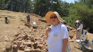 Defineciler kazı alanını talan etti !