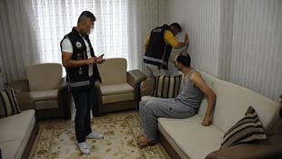 Gaygubet evlerine operasyon: 25 gözaltı